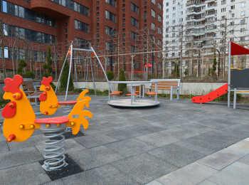 Детская площадка во дворе 12 корпуса